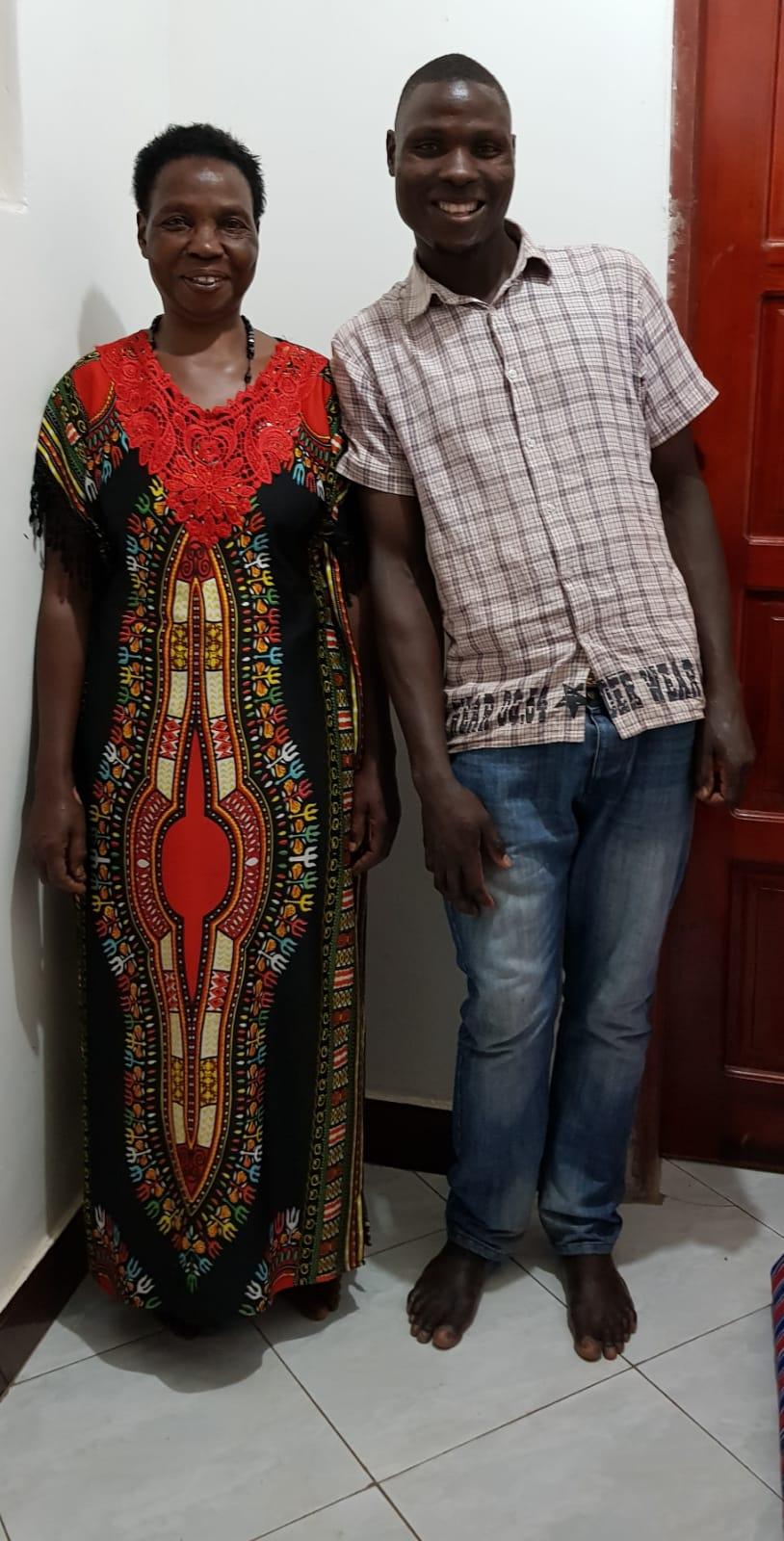Mama Allan und Sohn Allan